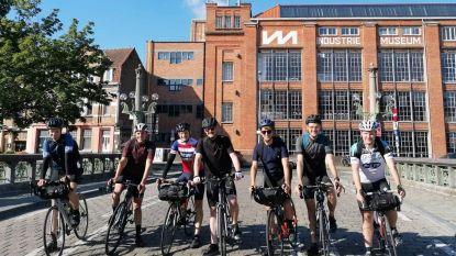 """Zes twintigers fietsen Belgische landsgrens af: """"Vlaanderen gaat vlot, maar in Wallonië wegen de hoogtemeters toch door"""""""