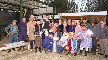 Verkleed als boer of boerin voor de laatste outdoor match