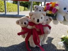 Oss rouwt na spoordrama: bloemen en knuffels bij plaats ongeval