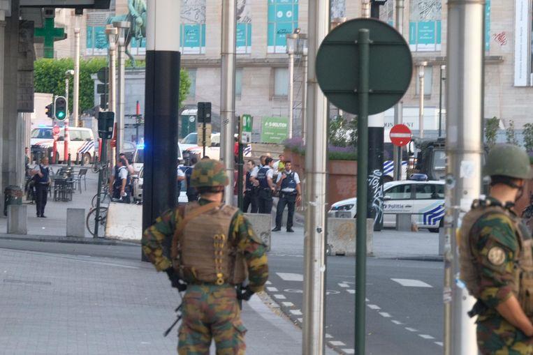 Militairen en agenten aan het Brusselse Centraal Station.