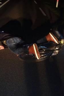 Bizar: gevallen fietser ontsnapt aan zekere aanrijding in Markelo