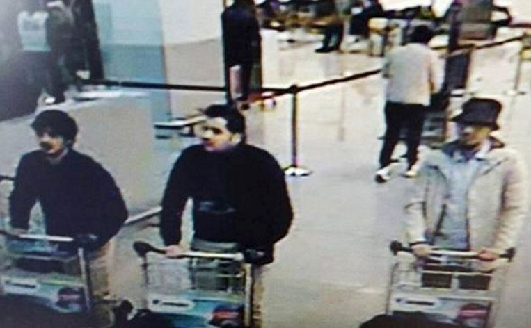 Videobeelden van Zaventem waarop de drie verdachten te zien zouden zijn. Beeld reuters