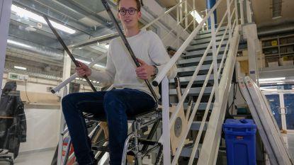 Met de rolstoel de trap op dankzij 23-jarige bolleboos uit Jette