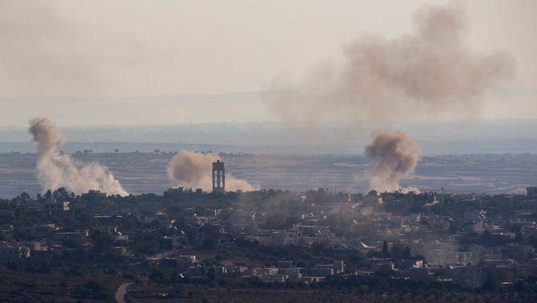 Bombardementen in Syrië op het dorp Jubata dat in handen is van rebellen. Beeld epa
