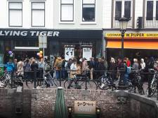 Gigantische rij op Oudegracht vanwege euro-actie Flying Tiger