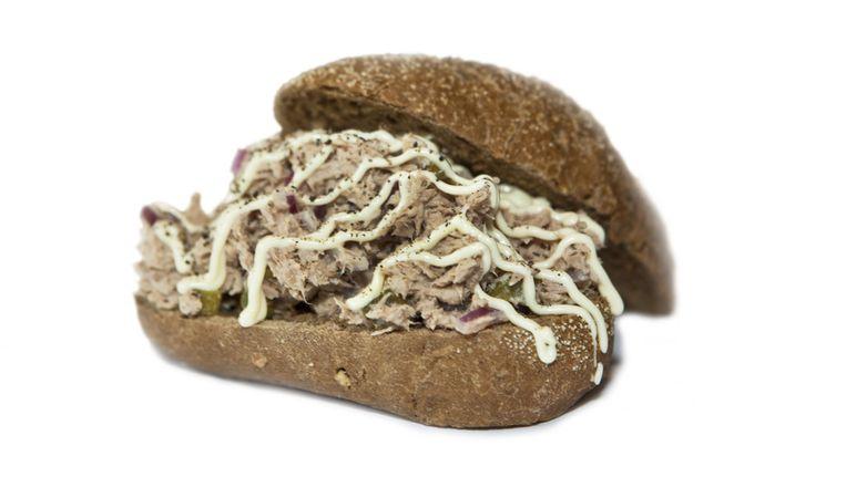Broodje tonijnsalade Beeld Floris Lok