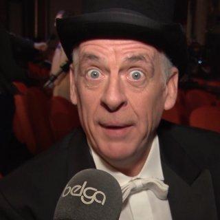 ▶ Walter De Donder reageert op brandstichting Bilzen in Samson & Gert-kostuum