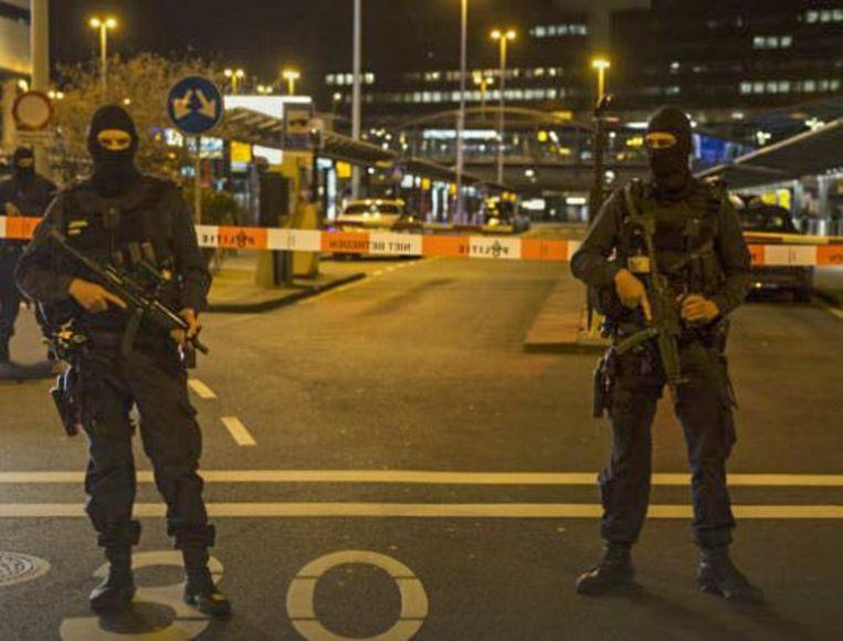 Gedurende meer dan een uur werd een deel van de luchthaven ontruimd en stond antiterreurpolitie paraat.