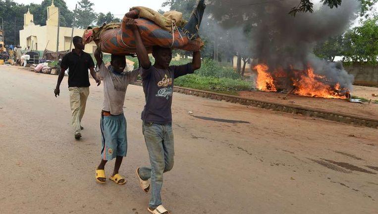 Kinderen gaan op de vlucht voor het geweld in Bangui.