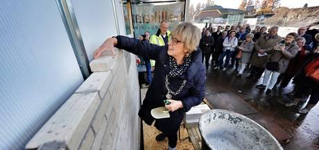Burgemeester legt eerste steen voor nieuwe zwembad in Etten-Leur