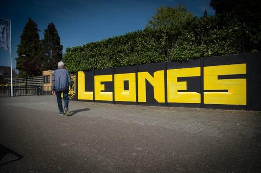 Leones gaat bouwen.