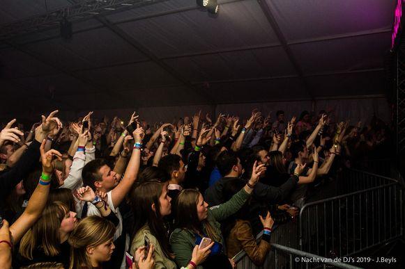 1.800 feestvierders kwamen fuiven op de Nacht van de Dj's. Dat is een record.