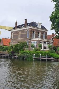 Buitengewoon: dit herenhuis aan het water uit 1880 staat nu te koop in Woerden