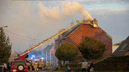 Brandweer heeft flinke klus aan schoorsteenbrand