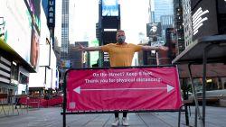 """Onze man in New York bezoekt leeg Times Square: """"Ze zijn klaar voor toeristen"""""""