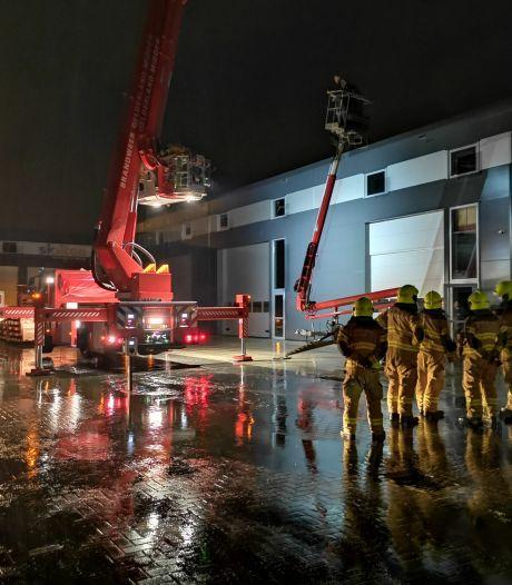 Brandweer redt twee mannen uit hoogwerker in Ede