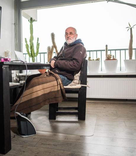 Maarten heeft stadswarmte, maar zit in zijn flat te kleumen onder een deken