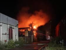 Brand opslagloods in Veenendaal vermoedelijk aangestoken