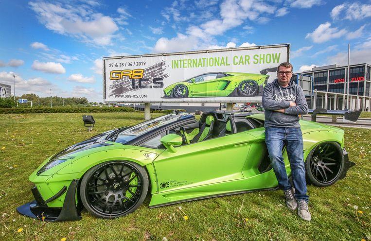 Organisator Dries Dumolin bij een Lamborghini  Aventador SVJ.