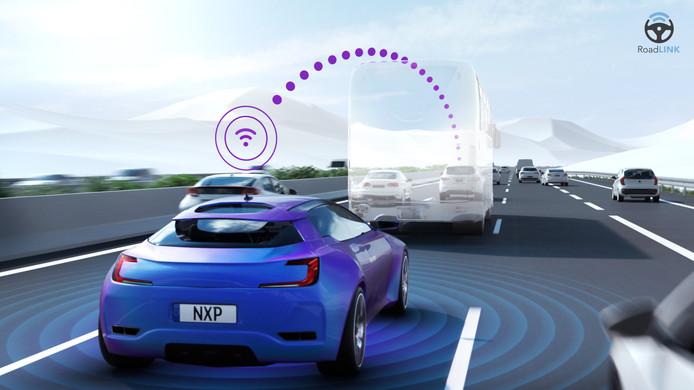 Communicatie tussen auto's, ook met een truck ertussen. NXP en Hitachi gaan samenwerken aan datacommunicatie van auto's.