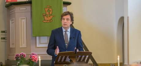 Oud-burgemeester Verhulst leidt kerkdienst in Wilhelminadorp