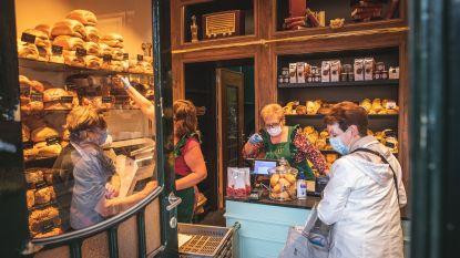 Babyblauwe togen en glazen broodrekken maar nog altijd even klein: Bakkerij Himschoot op Groentenmarkt in nieuw jasje gestoken