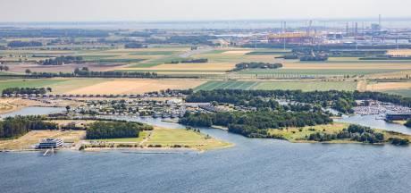 Landingsbaan vliegveld Midden-Zeeland wordt gedraaid ten gunste van vakantiepark