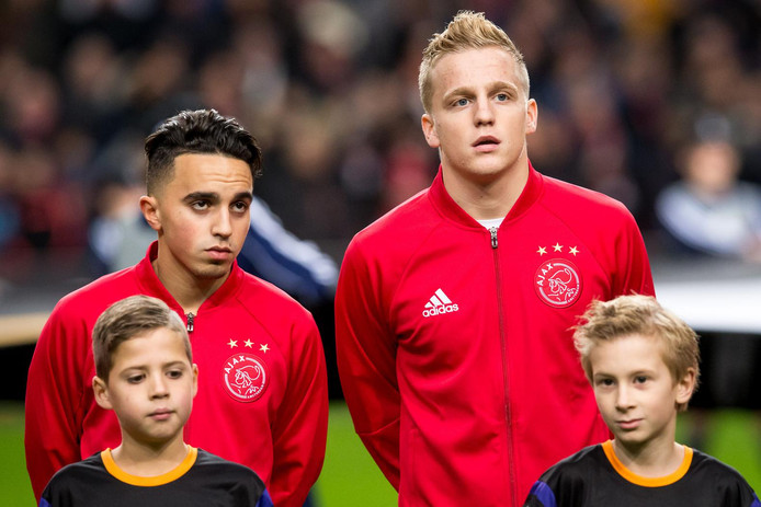 Abdelhak Nouri en Donny van de Beek als ploeggenoten bij Ajax twee jaar geleden.