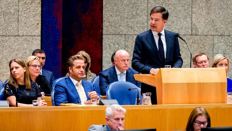 Premier Rutte leest de regeringsverklaring voor. Beeld ANP