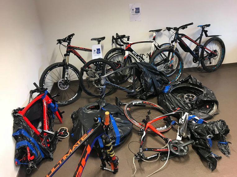 bij een huiszoeking konden 19 fietsen in beslag genomen worden (niet deze op de foto)
