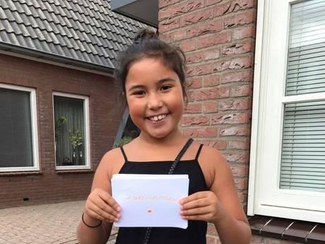 Nina (9) maakt wereld stukje mooier met haar geluksbriefjes