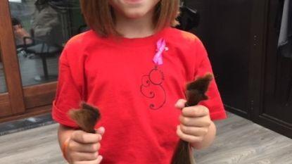 Ella-June (8) laat lange haren knippen voor Think Pink