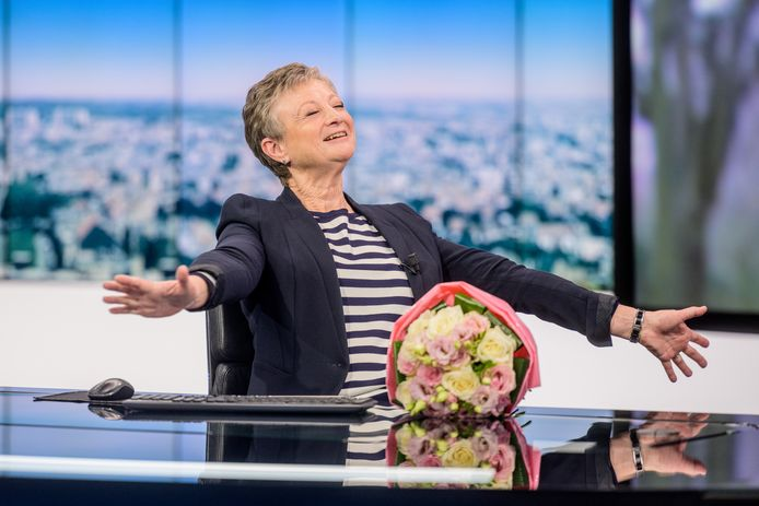 Martine Tanghe werd in de bloemetjes gezet tijdens haar allerlaatste nieuwsuitzending.