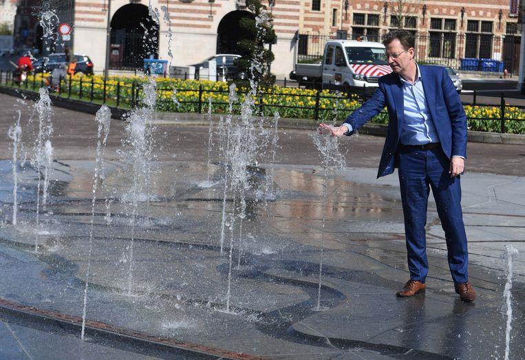 Schepen Dirk Vansina (CD&V) wil de Leuvenaars aangename straten en pleinen geven, net zoals dat gebeurde met de nieuwe fontein op het Herbert Hooverplein.