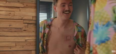 Belofte maakt schuld: Bram Krikke laat tattoo van 'pornomapje' zetten