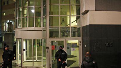 Gevangene ontsnapt tijdens plaspauze agent uit Sint-Pietersziekenhuis Brussel