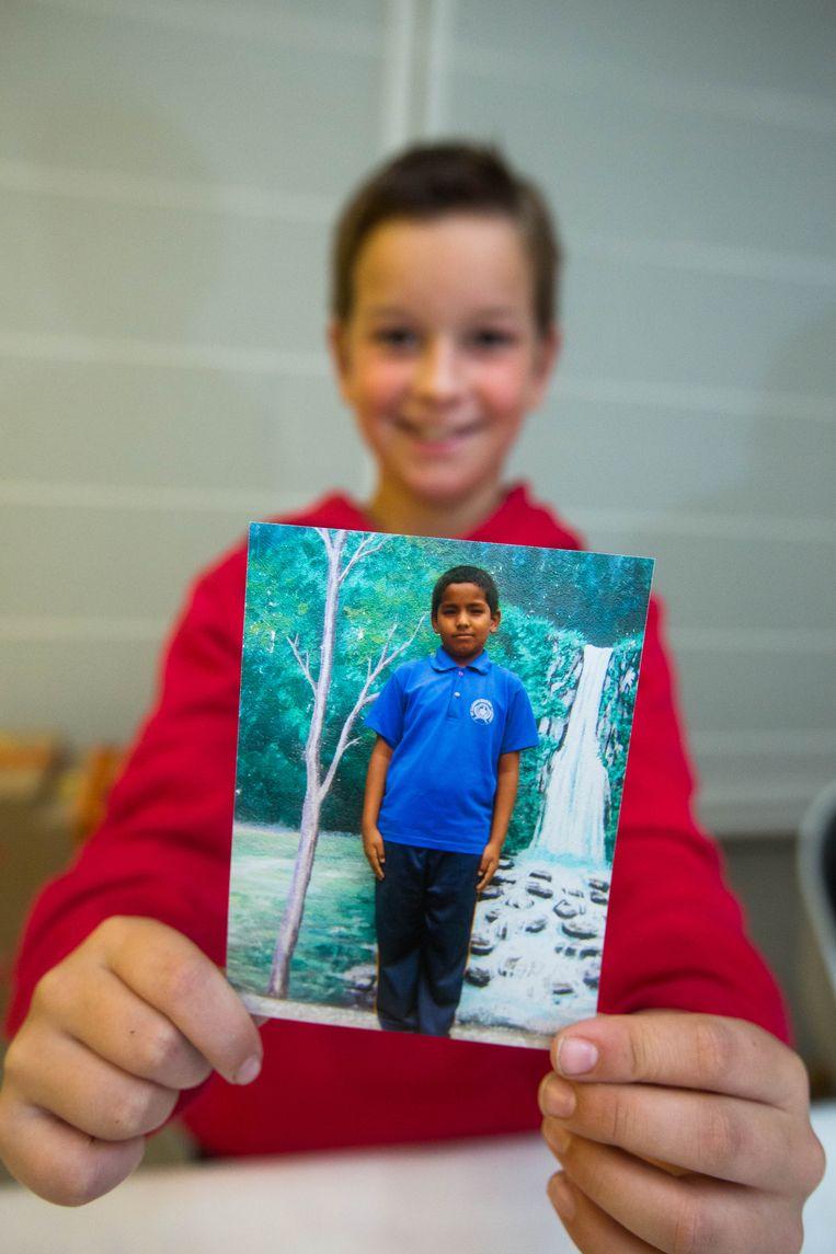 Louis met de foto van Suhan (10) uit Nepal