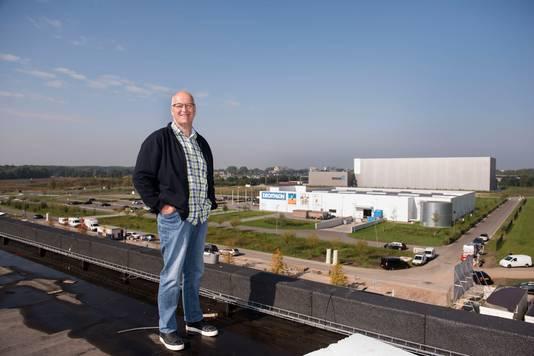 Henry Martens, initiatief van evenementengebied Breepark Breda, op het dak van het grootste pand. Foto Edwin Wiekens / Pix4Profs