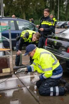 Huilend staat automobiliste met schulden haar auto af bij controle: fiscus vordert 19 auto's en int 25.000 euro in Arnhem