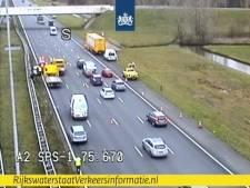 Acht auto's knallen achterop elkaar op A2 bij afrit Everdingen