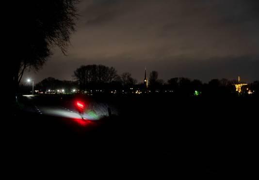 Donker Deurne door minder straatverlichting, hier op het Zand met Liessel op de achtergrond