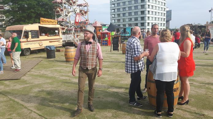 BurgeRmeester Just van den Bosch inspecteert zijn 'dorp'.