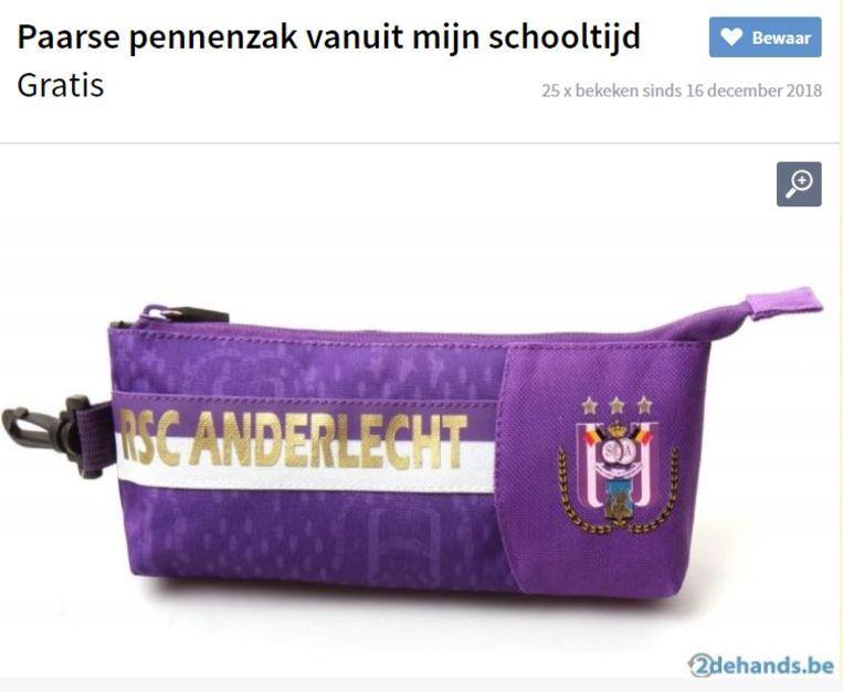 """Omschrijving: """"Ik bied mijn paarse pennenzak te koop aan. Dateert uit mijn schooltijd maar ik moet hem niet meer hebben wegens omstandigheden."""""""