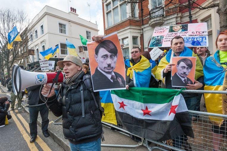 Demonstranten op straat in Kiev. Beeld ap