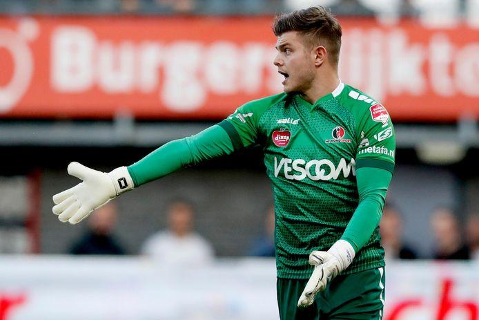 Stijn van Gassel debuteerde op 22 april 2016 voor Helmond Sport.