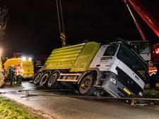 Zware truck schuift Tilburgse greppel in