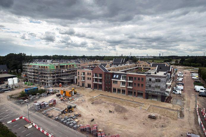 Heijmans bouwt in Koningsoord niet alleen aan het nieuwe winkelcentrum en woningen (foto), maar gaat ook zorgwoningen neerzetten.
