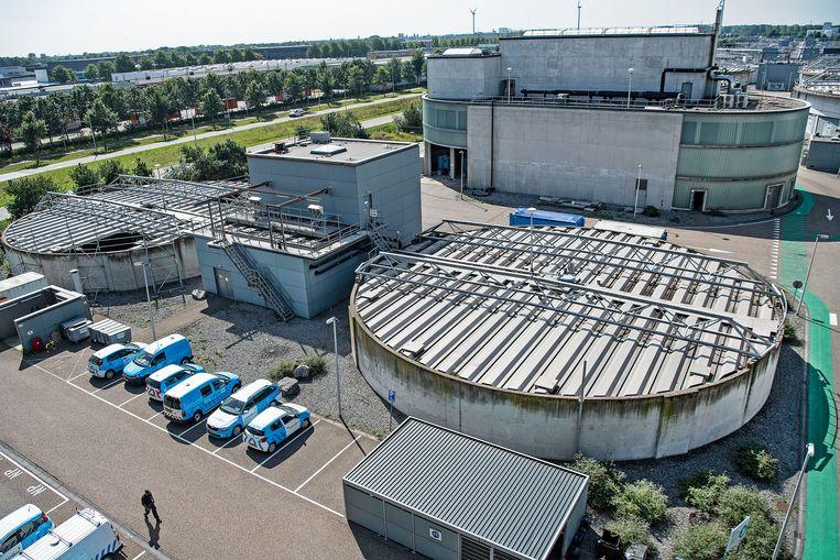 Nederland, Amsterdam, 23-8-2019 Waterzuiveringsinstallaties van de AEB-vuilverbrander. Beeld Guus Dubbelman/ de Volkskrant