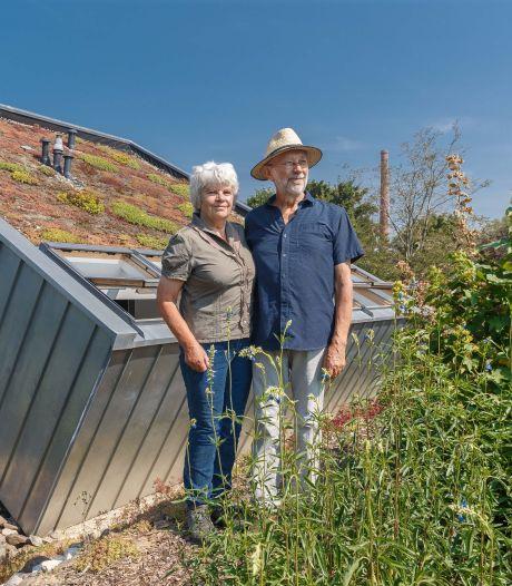 De tuin bij dit designhuis in Fortmond gaat over in een natuurgebied: 'Hier bloeit bijna altijd wel íets'