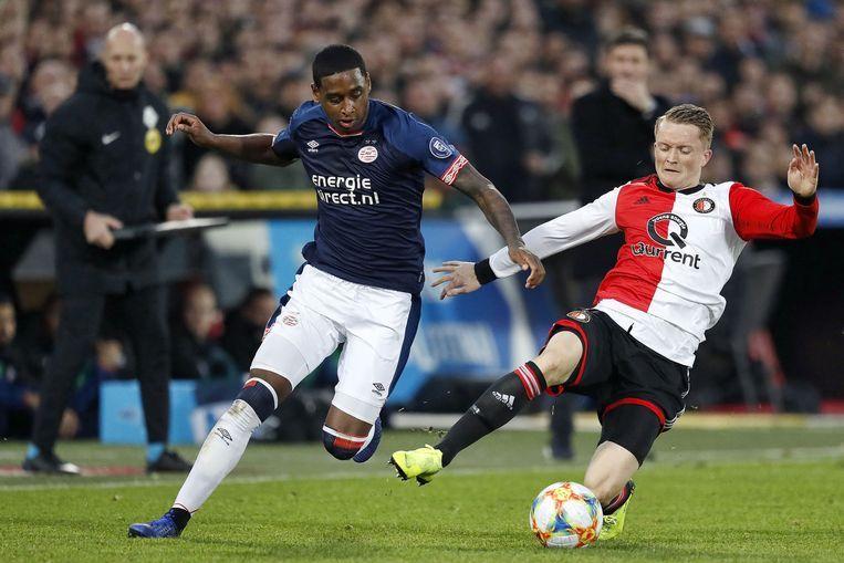 PSV's Pablo Rosario (links) en Feyenoord-speler Sam Larsson. Beeld ANP Pro Shots